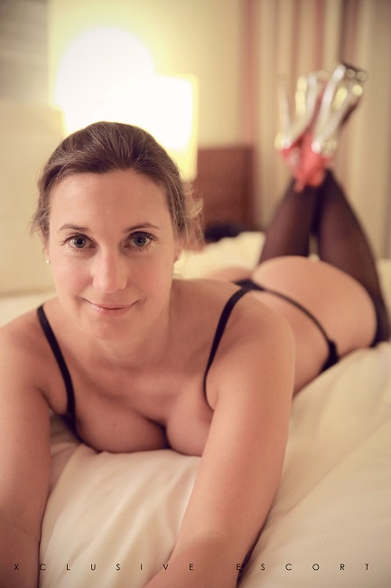 Celine from Xcluisve Escort Hamburg in bed