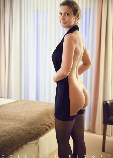 Escort Hamburg Dame Celine zeigt hübschen Po