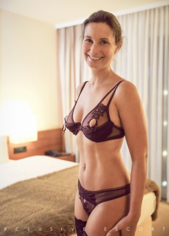 Escort Hamburg Lady Celine in sexy Dessous