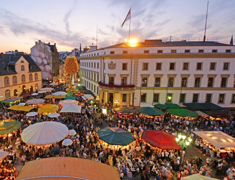 Mit Escort Frankfurt aufs Weinfest