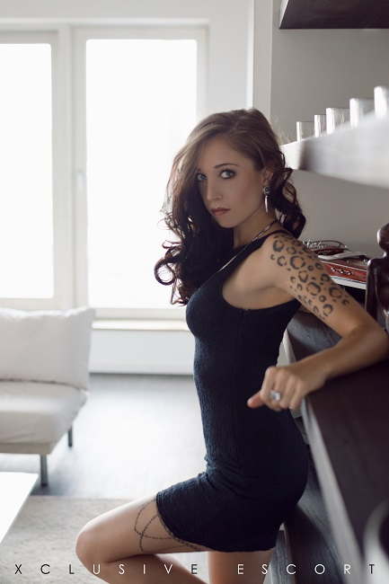 Escort Hamburg Modell Pia in black Dress