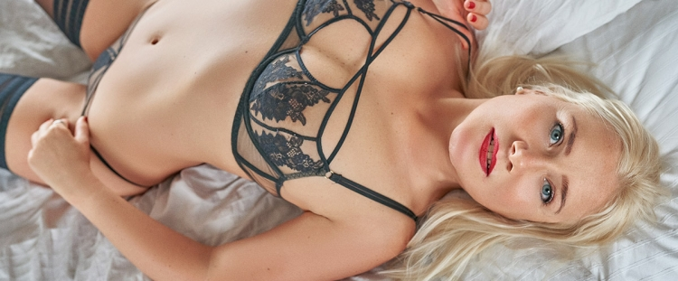 Escort Hannover Modell Liv in bed