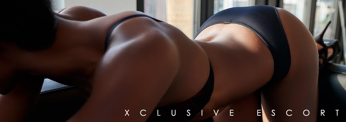 Escort Hamburg Modell Joelle shows her curvy Body