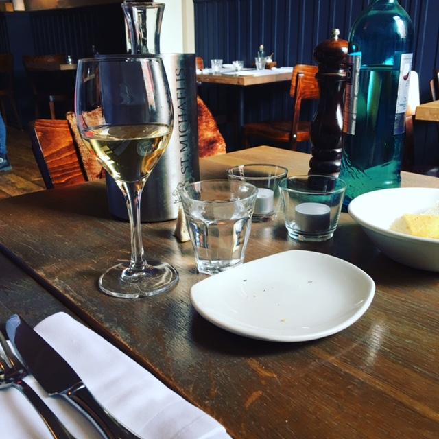 Perfektes Dinner mit Escort Hamburg