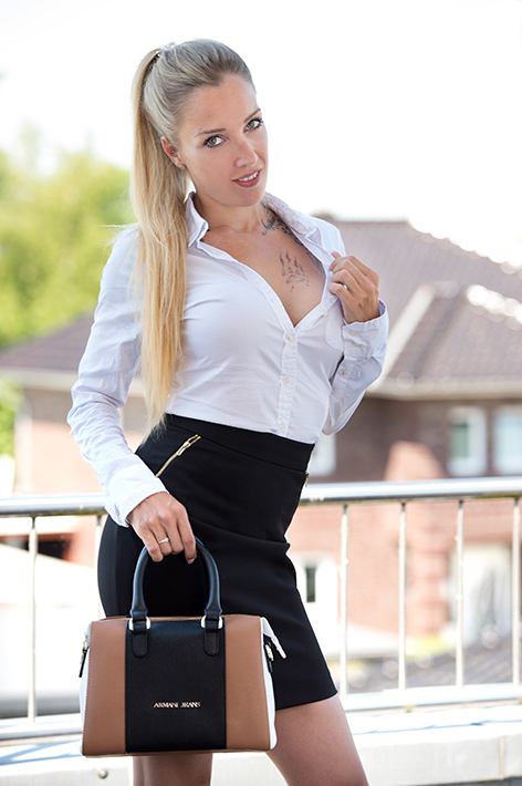Escort Hamburg Model Pia in naughty Business look