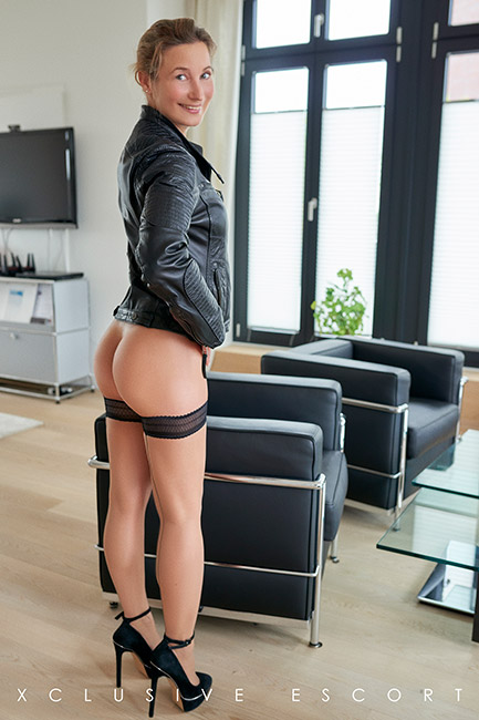 Escort Hamburg Lady Celine in Bikerlook