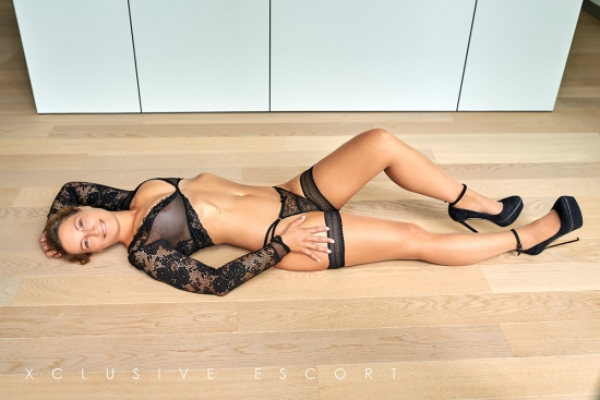 Escort Hamburg Lady Celine in nice posing