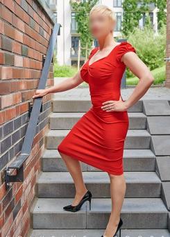 Escort Hamburg Model Lea in elegance red Dress