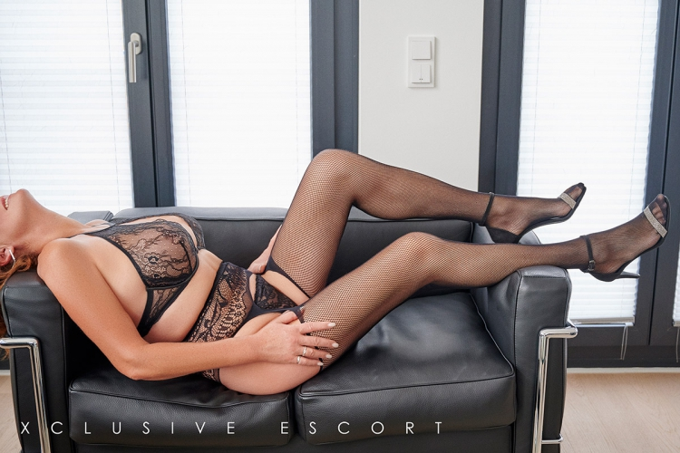 Escort Hamburg Model Dorina in hot black Lingerie
