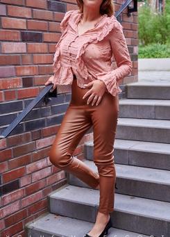 Escort Hamburg Dame Dorina in sexy Freizeitlook