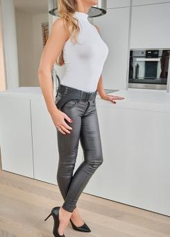 Escort Hamburg Model Jette in hot leather