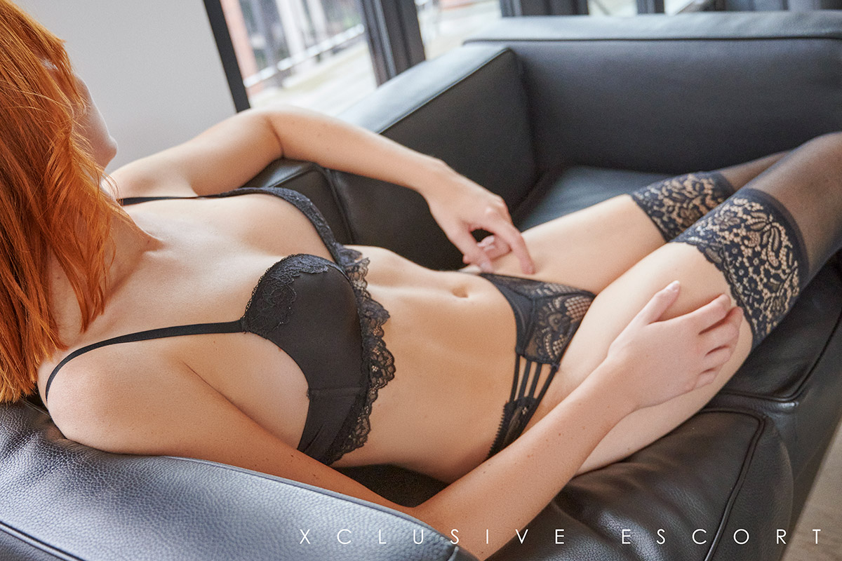 Escort Hannover Dame Mia ganz relaxed in heißen Dessous...