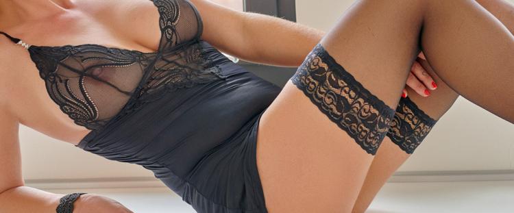 Escort Dame Annabelle in sexy aufreizender Pose