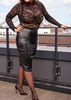 Escort Hamburg Dame Tara in heißem Netz-Outfit